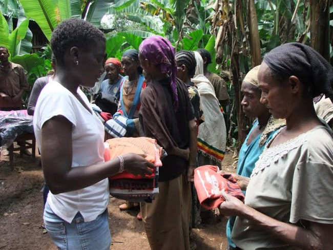 Reparto ropa Etiopia_camisetas